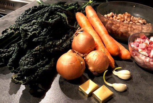 Ingredienten voor palmkoolsoep