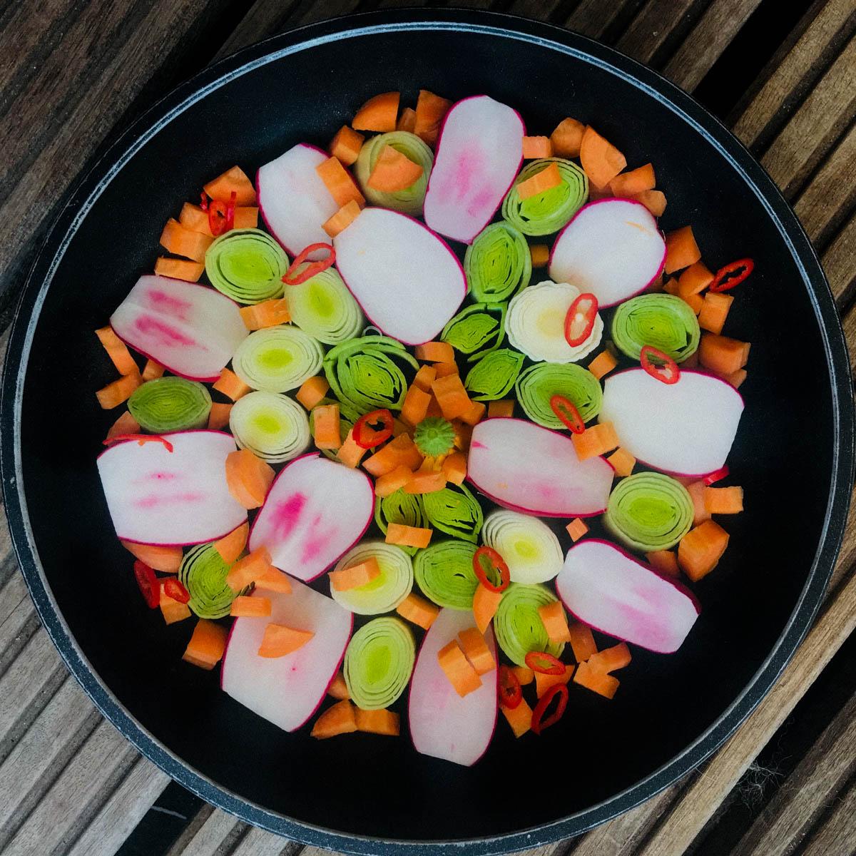 Maak een mooi plaatje van de groentes in de pan