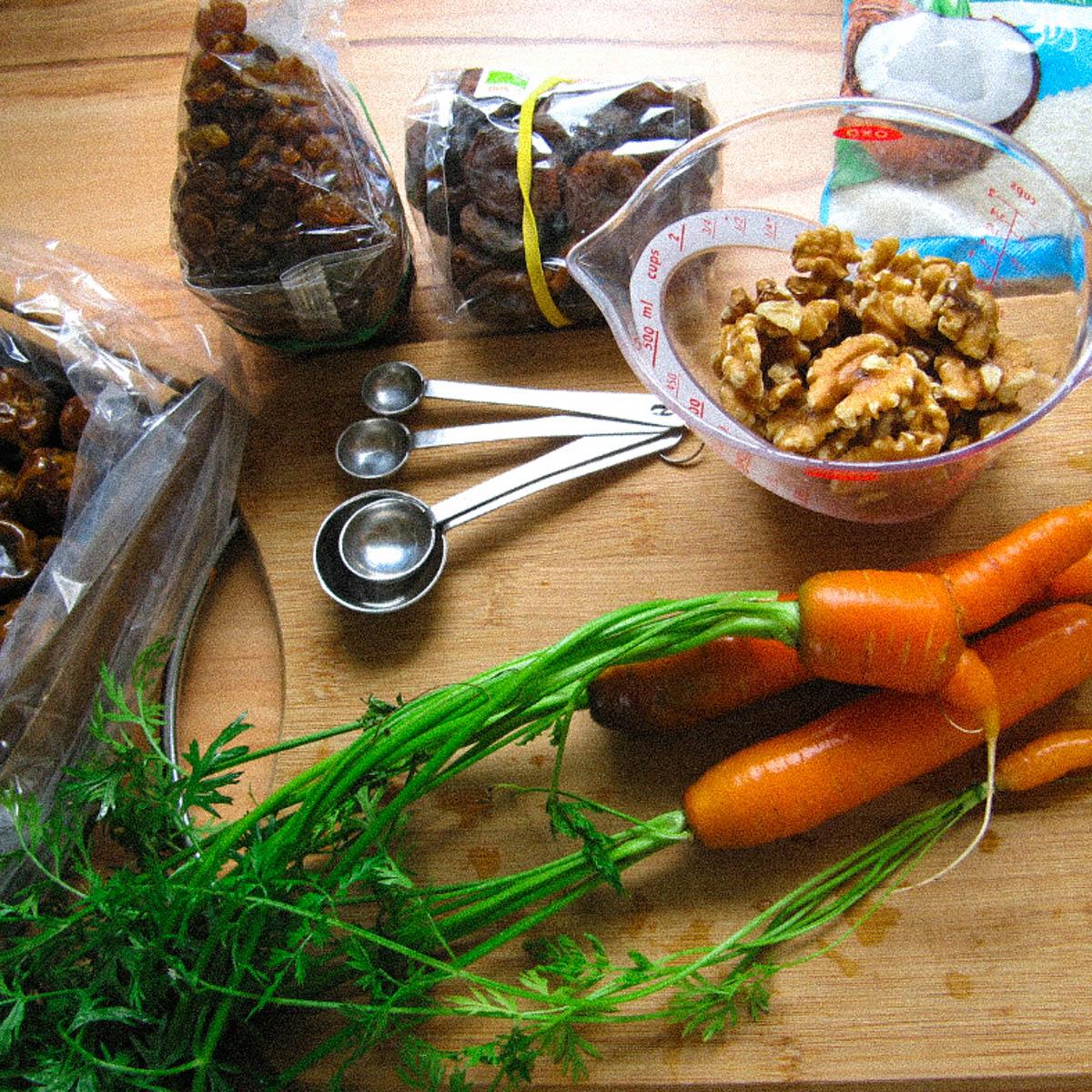 Benodigde ingrediënten voor de gluten- en suikervrije wortel cake