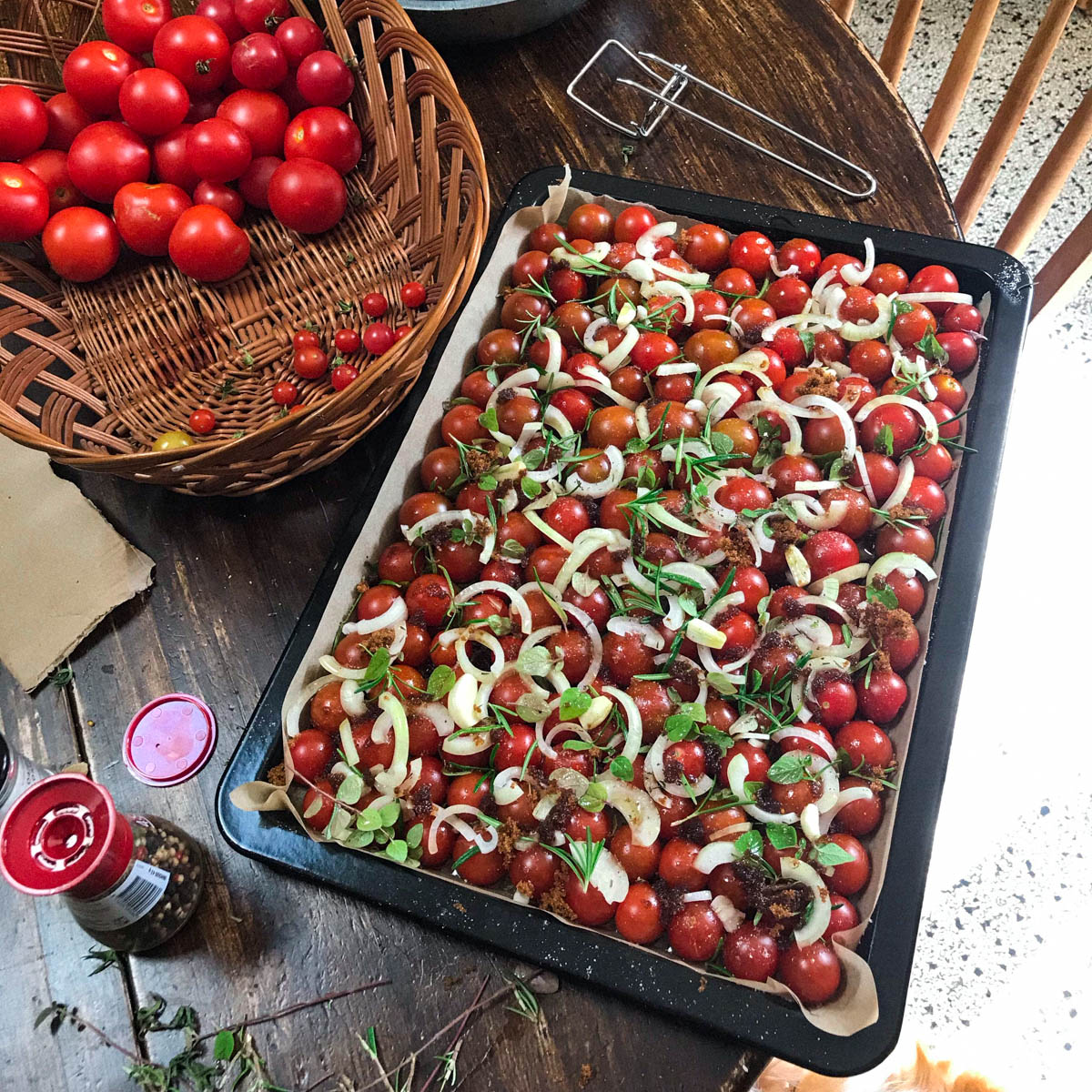 Precies genoeg tomaatjes voor een volle bakplaat