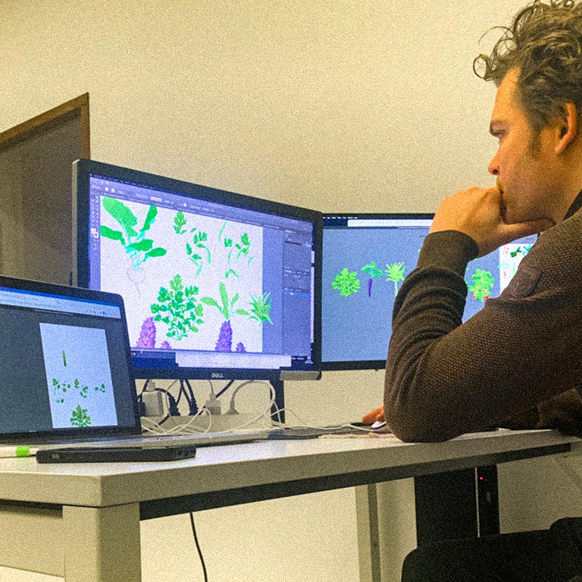 Robbin tekent de nieuwe plantjes voor de Makkelijke Moestuin app