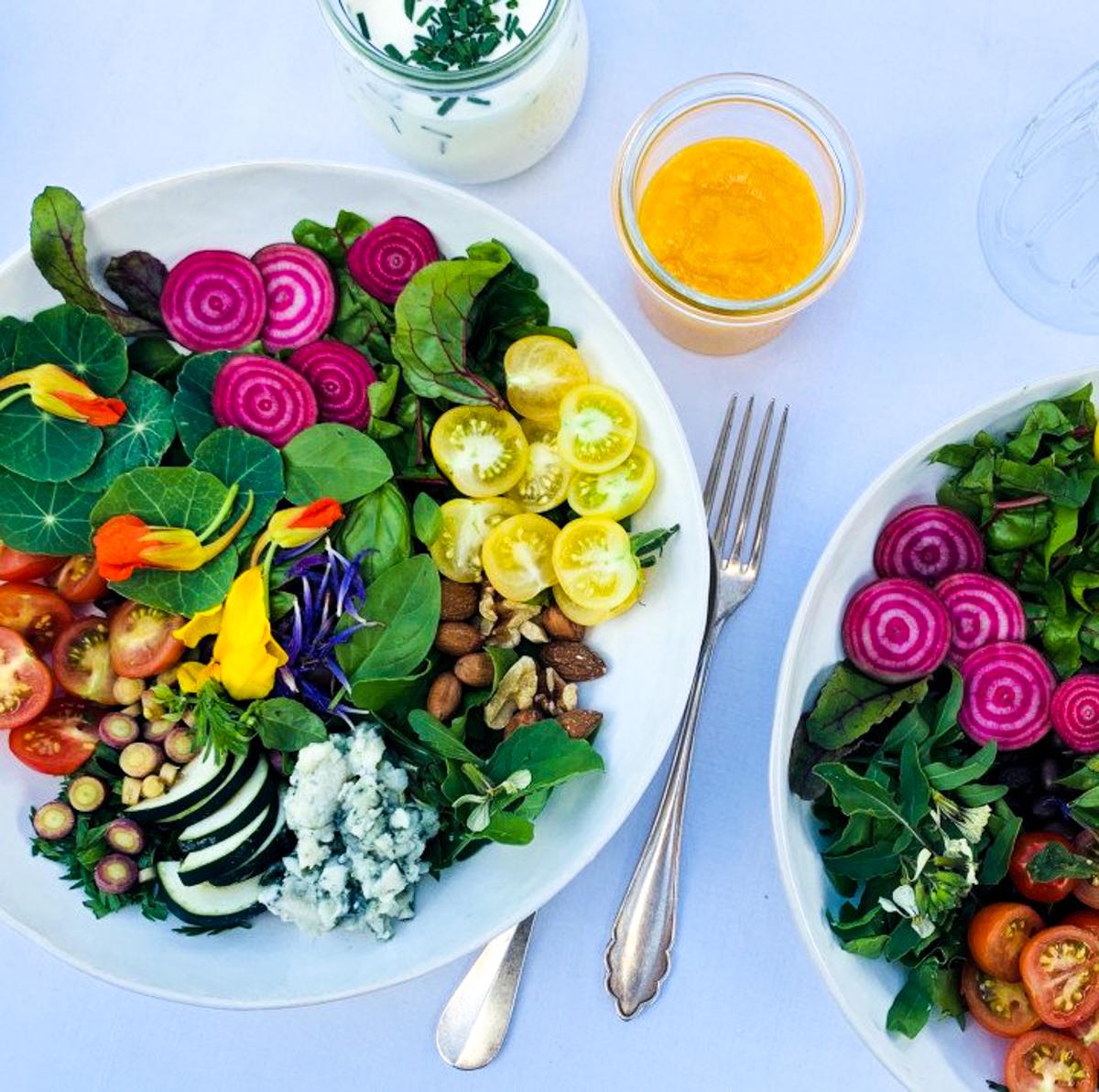 Salade met schijfjes van jonge Chioggia bietjes